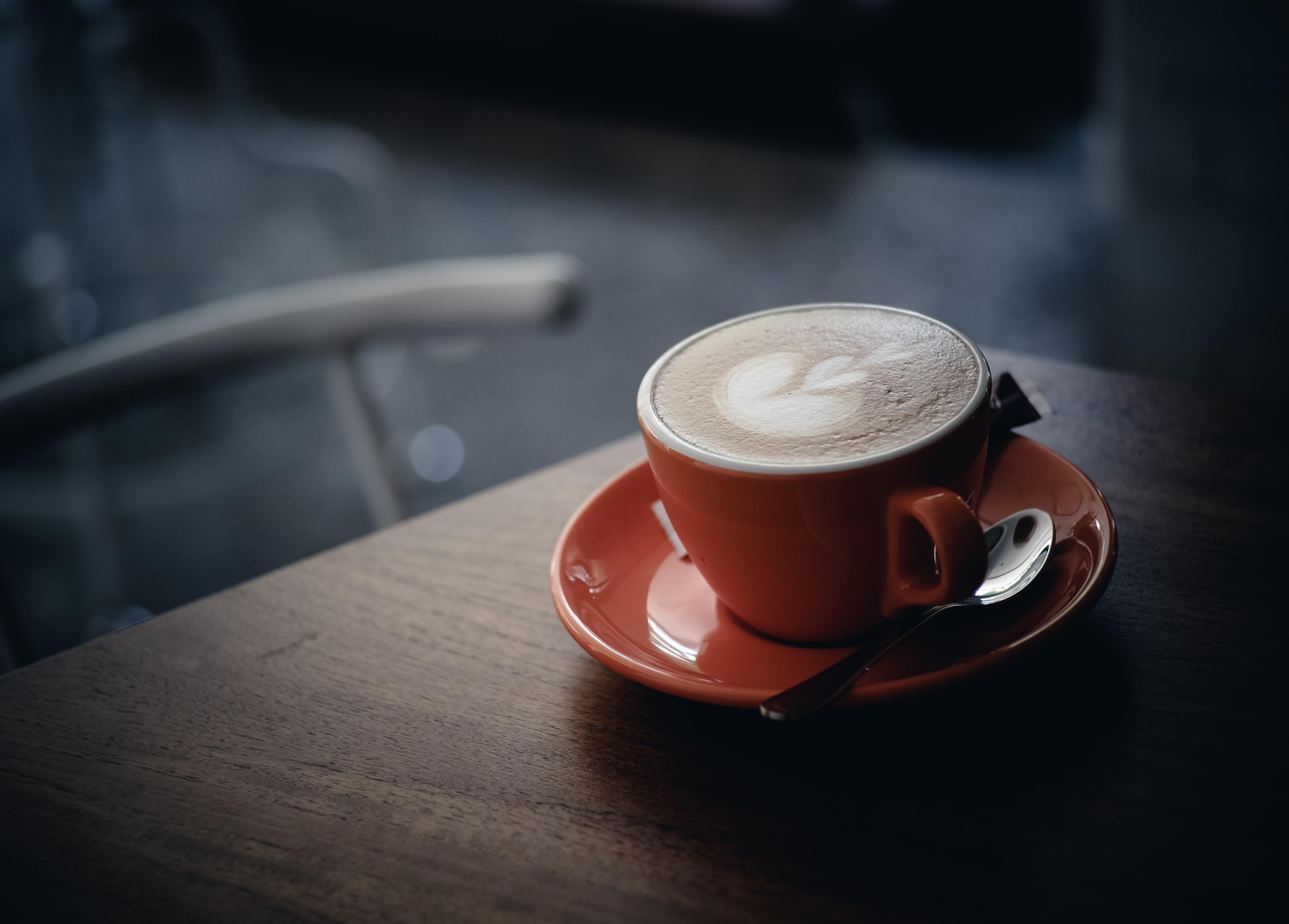 コーヒー 赤いカップ